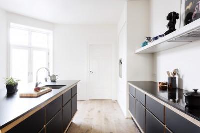 Linoleum hitter på møbler og i køkkenet
