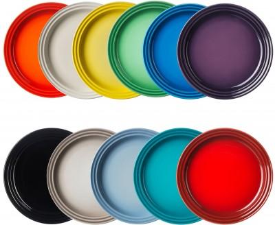 Borddækning i regnbuens farver med Le Creuset
