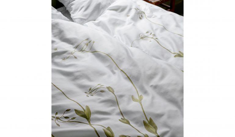 Fuglegræs på silkeblødt sengesæt fra Södahl